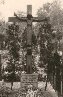 Metzgers Grabstätte im St.-Hedwigs-Friedhof in Berlin